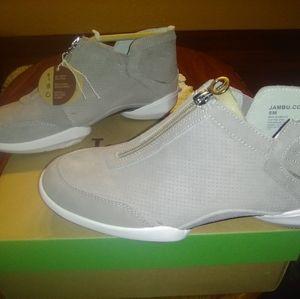 BNIB women's sz 8M Jambu light taupe Remy shoes